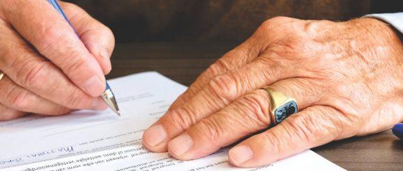 Angabe unfallfrei im Autokaufvertrag bei Gebrauchtwagenkauf ist Beschaffenheitsvereinbarung, Rücktritt vom Autokauf möglich